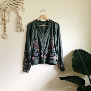 Mossimo Embroidered Bomber sz XL ✨